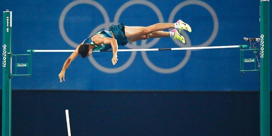 Erkekler sırıkla atlamada altın madalya Da Silva'nın