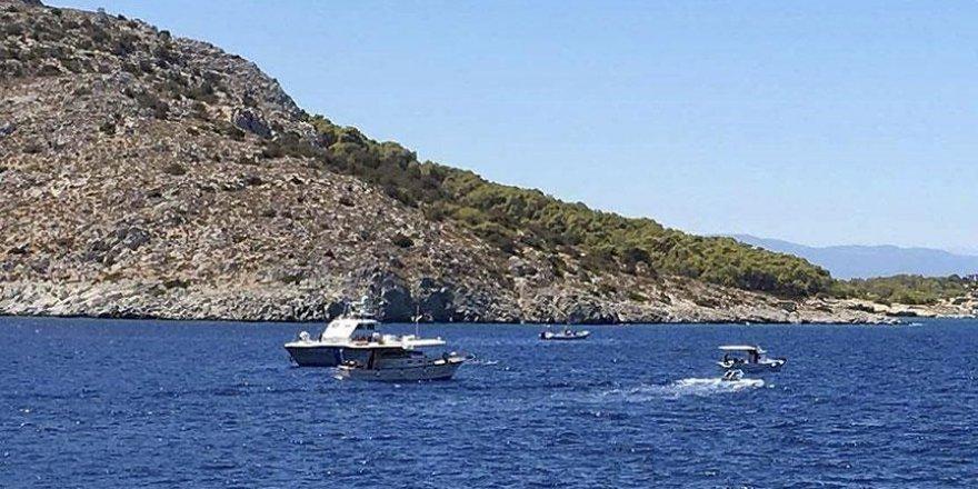 Yunanistan'da turist teknesine sürat botu çarptı