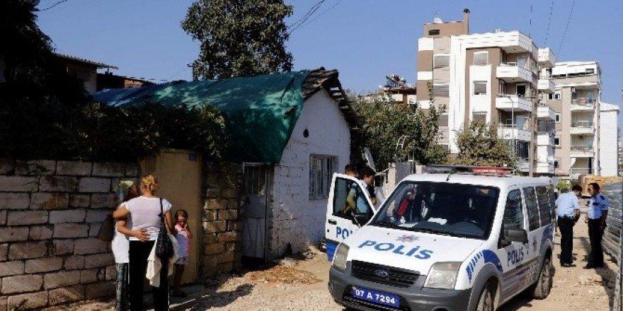 Üvey kızını pompalı tüfekle vurdu
