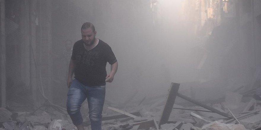 Suriye ve Rus uçakları Halep ve Deyr ez-Zur'ayı bombaladı: 54 ölü