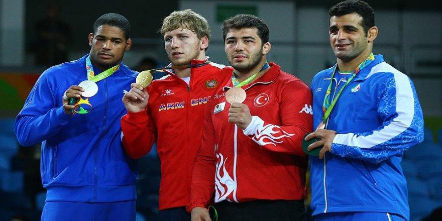 Güreşte iki kategoride madalyalar sahibini buldu