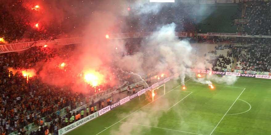 Galatasaray ve Beşiktaş'a ceza yağacak!