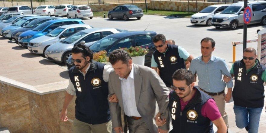 Uşak'ta vali yardımcısı ve kaymakam tutuklandı