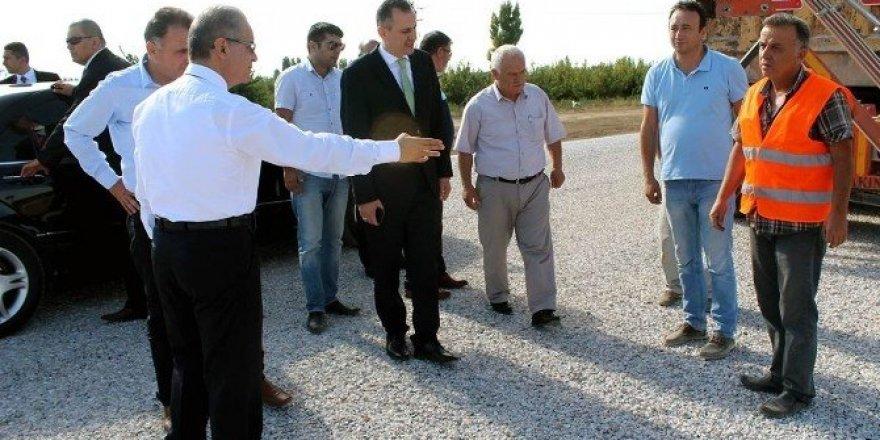 Vali Tapsız, köy yollarında yürütülen çalışmaları inceledi