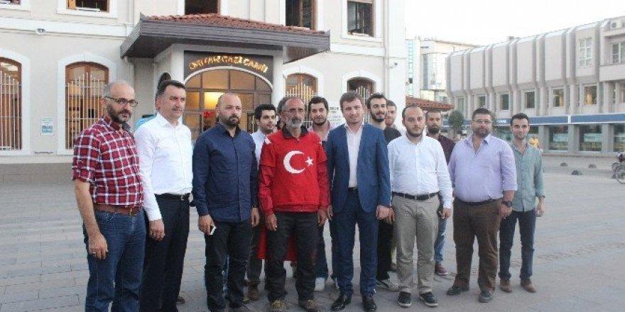 İstanbul'dan Ankara'ya yürüyerek darbe girişimini protesto ediyor