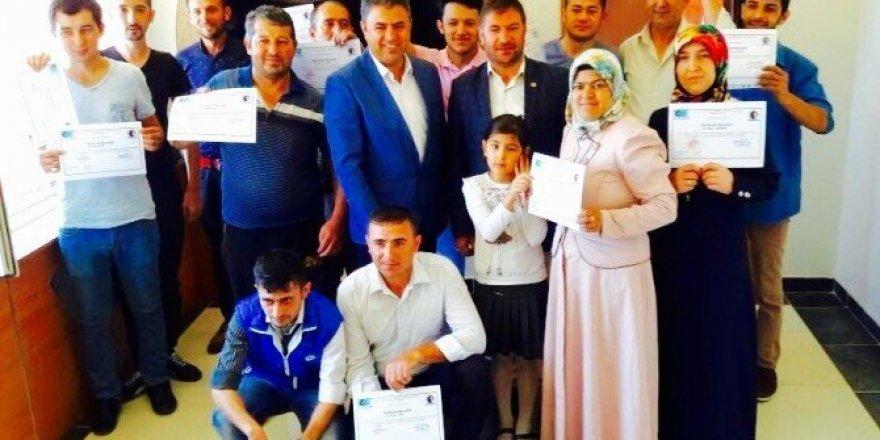 Afyonkarahisar'da 90 girişimci adayı sertifikasını aldı