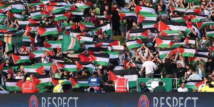 Celtic taraftarından Filistin bayraklı protesto