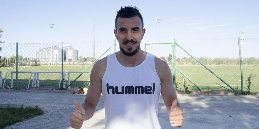 """Konyaspor'un Rumen golcüsü: """"Tam bir takım oyuncusuyum"""""""