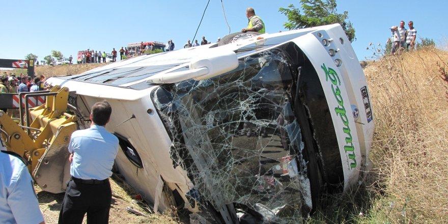 Balıkesir'de yolcu otobüsü şarampole devrildi: 3 ölü, 20 yaralı