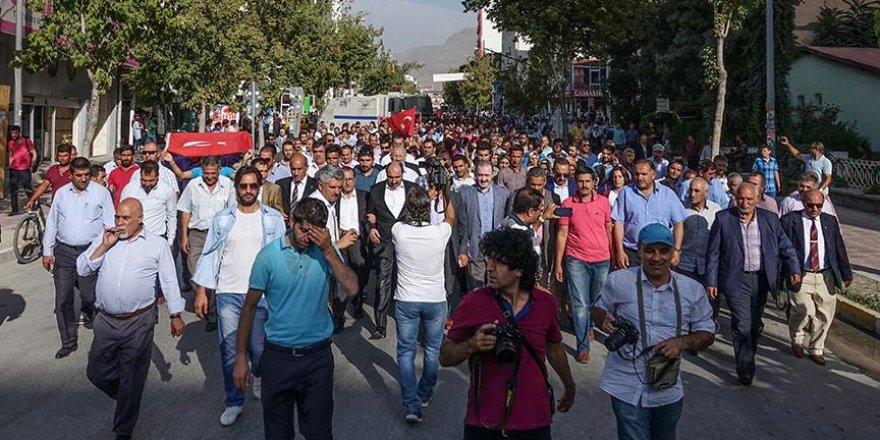 Terör saldırılarına karşı Van'da tepki yürüyüşü