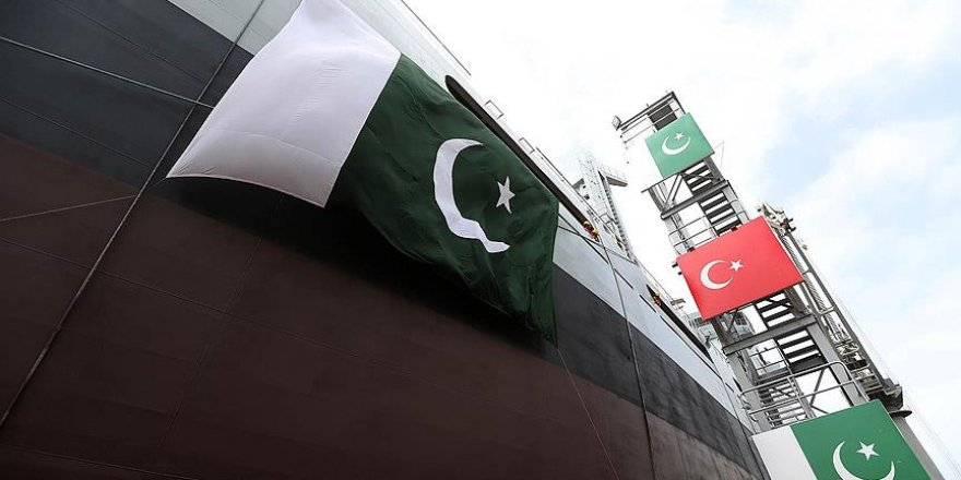 Pakistan için üretilen askeri gemi suya indirildi