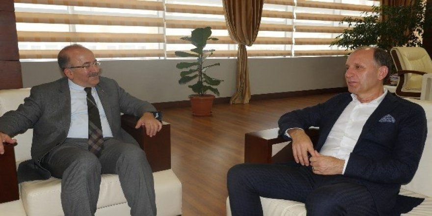 Başkan Usta'dan Büyükşehir Belediye Başkanı Gümrükçüoğlu'na ziyaret
