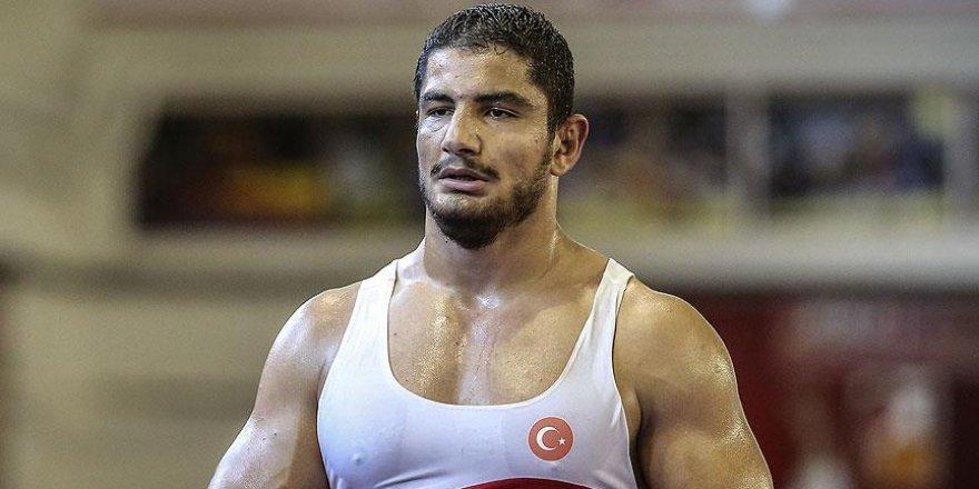Türk sporcular bugün güreş branşında mücadele verecek