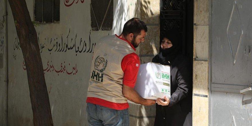 Saldırı altındaki Halep'e yardımlar ulaştırılıyor
