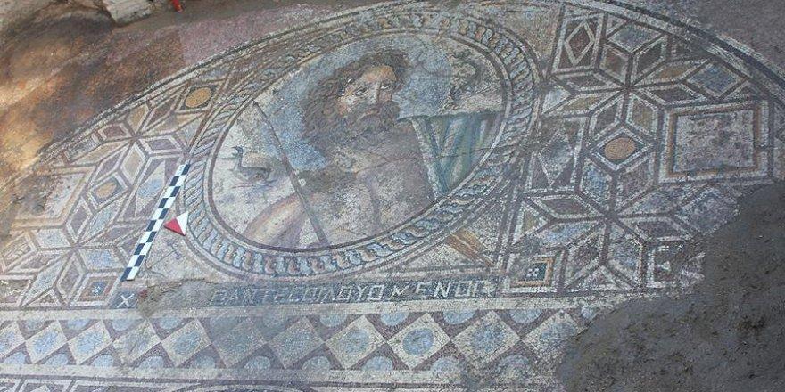 Antik kentte 'Poseidon' tasvirli mozaik bulundu