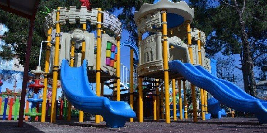 Pamukkale'de çocuklar yeni oyun parklarına kavuştu