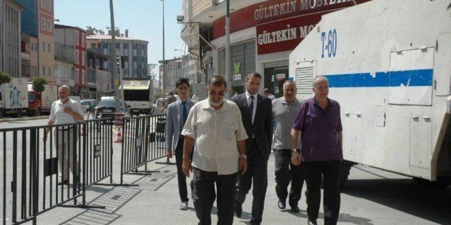 Saadet Partisi patlamada zarar gören esnafı ziyaret etti