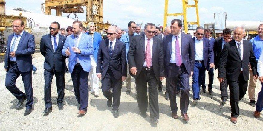 Bakan Eroğlu derin deniz deşarjı alanında incelemeler yaptı