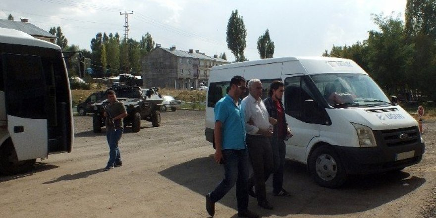 DBP Malazgirt ilçe yöneticileri gözaltına alındı