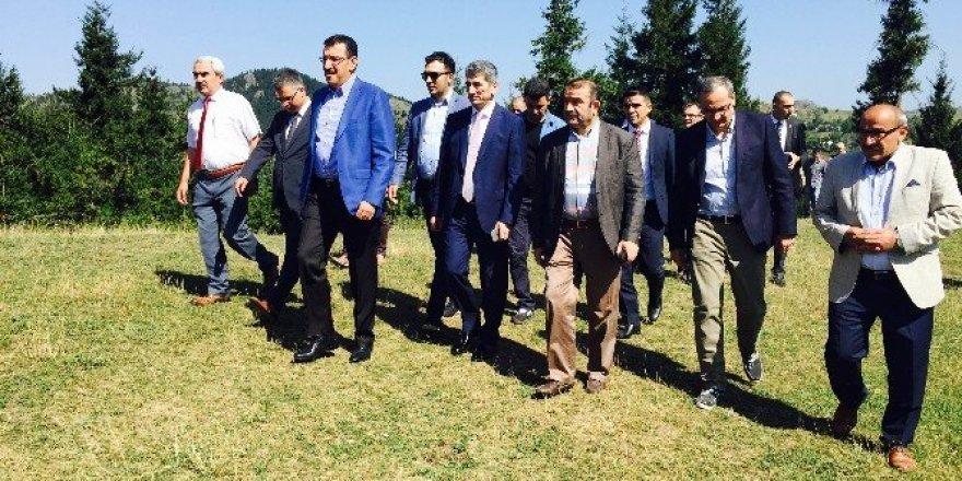 Gümrük ve Ticaret Bakanı Tüfenkci Şavşat'ta