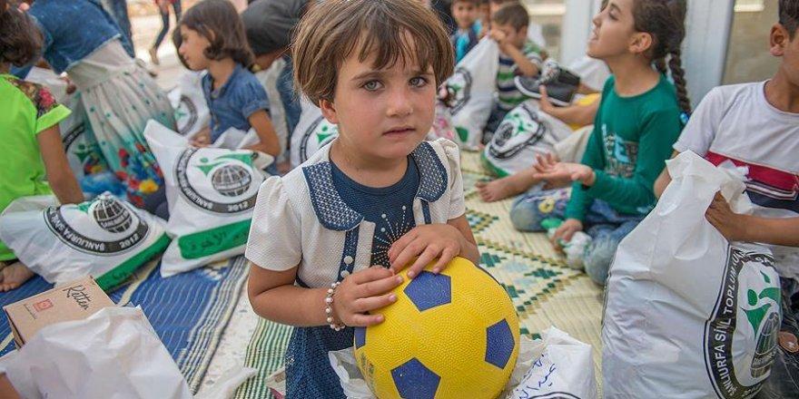 Suriyeli çocuklara kıyafet ve oyuncak yardımı