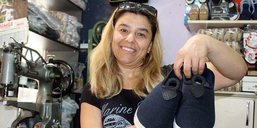 Ayakkabılar Fatma ustanın elinde yenileniyor