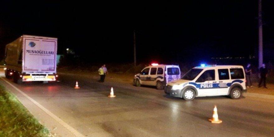 Erbaa'da otomobil ile motosiklet çarpıştı: 3 yaralı