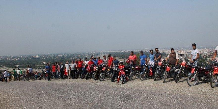 """Motosikletli gençlerden """"Şehitleri saygı ve teröre tepki"""" etkinliği"""