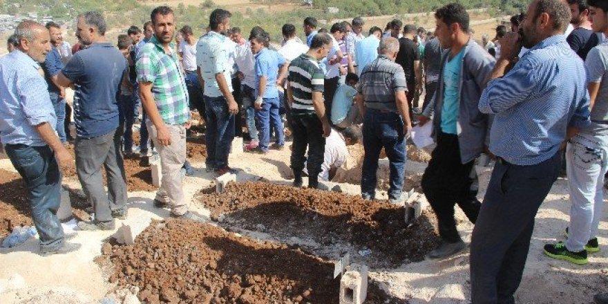 Gaziantep'te terör saldırısında ölen 51 kişiden 40'ı defnedildi