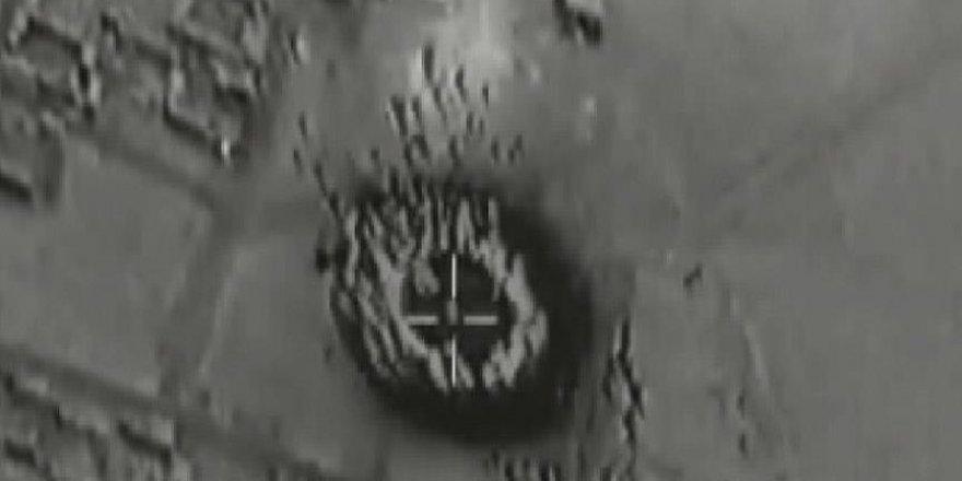 Fransız uçakları Suriye'de DAEŞ'in silah depolarını vurdu