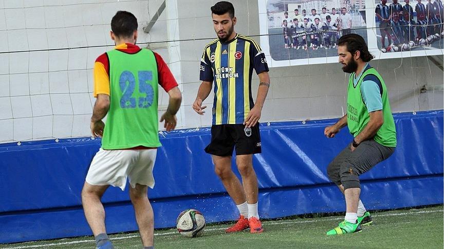 Suriyeliler 'Ensar-Muhacir' dostluk maçında buluştu