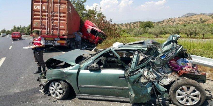 Aydın'da TIR otomobille çarpıştı: 2 yaralı
