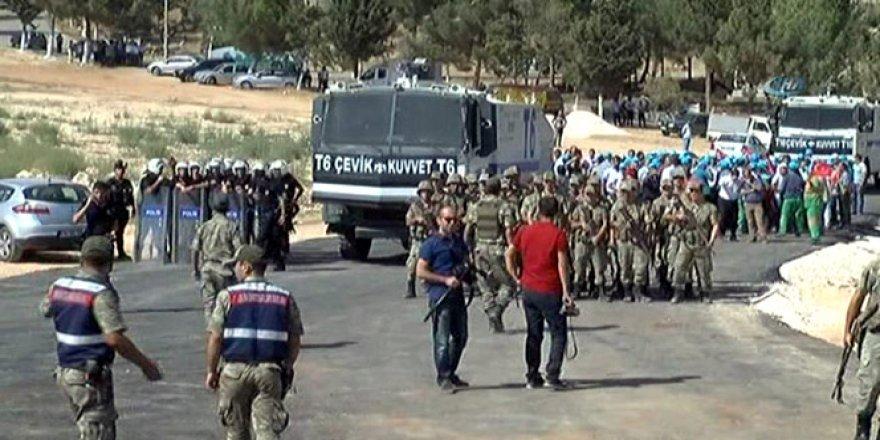 Terör kurbanlarının defnedilmesi esnasında olaylar çıktı