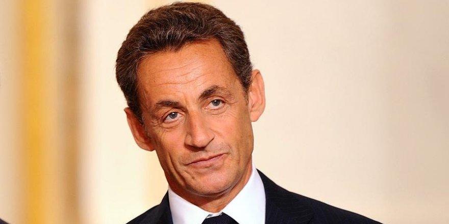 Sarkozy cumhurbaşkanlığına adaylığını açıkladı