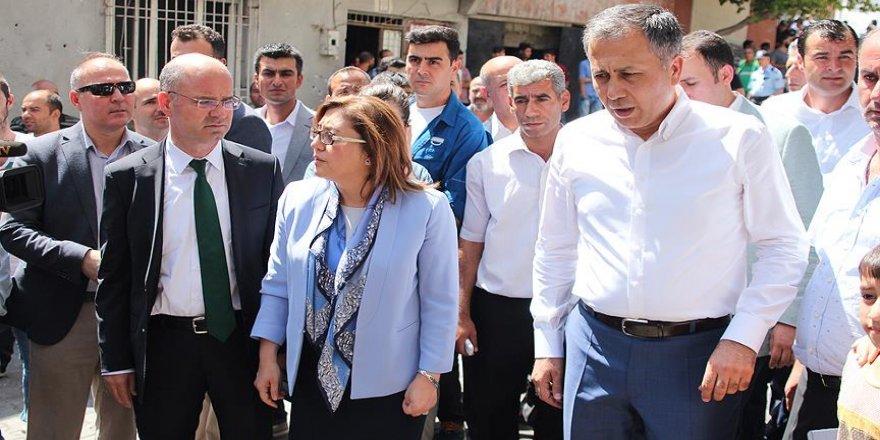 Gaziantep Valisi Yerlikaya terör saldırısının düzenlendiği yeri inceledi