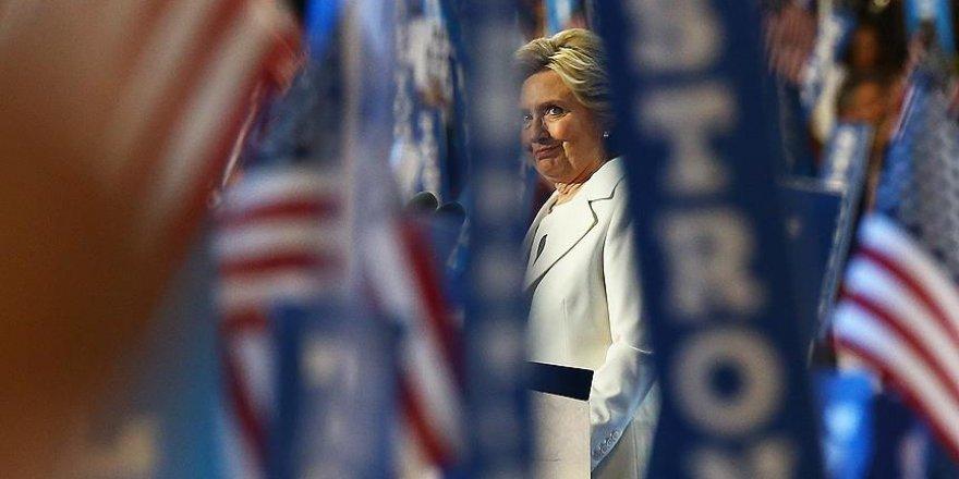 Clinton'ın e-postaları başını ağrıtmaya devam ediyor