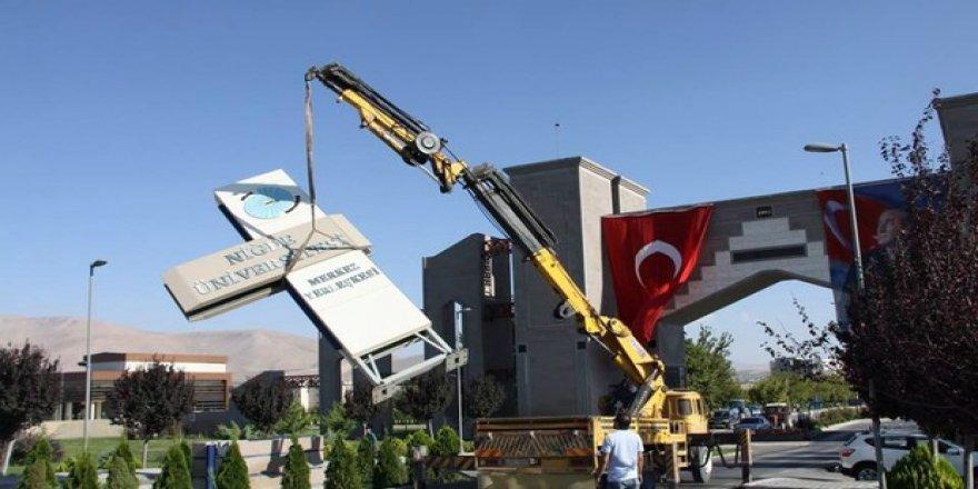 'Ömer Halisdemir Üniversitesi' tabelaları asıldı