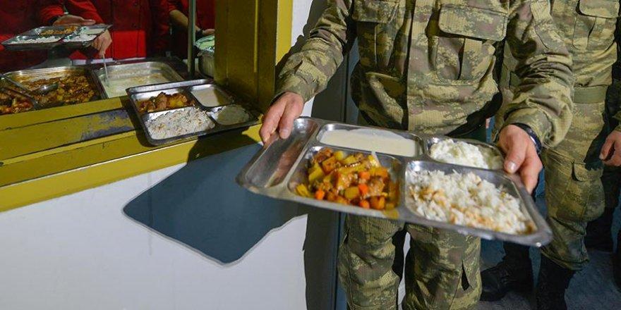 'FETÖ terörle mücadele eden askeri yemek kuyruğunda bekletmiş'