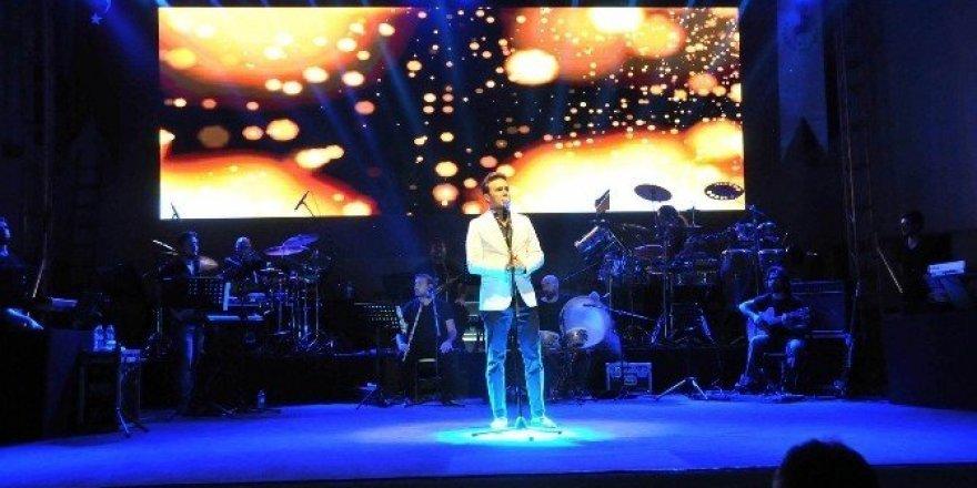 Mustafa Ceceli'den Akşehir'de tasavvuf musikisi konseri