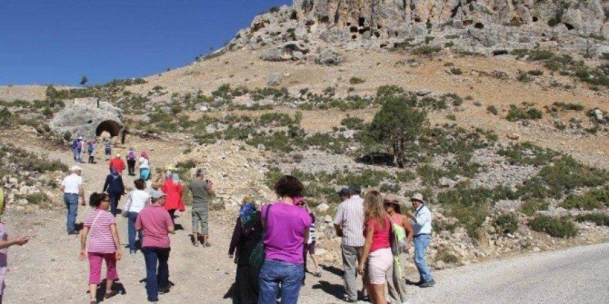 Beyşehirli ve Antalyalı doğaseverlerden Ermenek'te doğa yürüyüşü etkinliği
