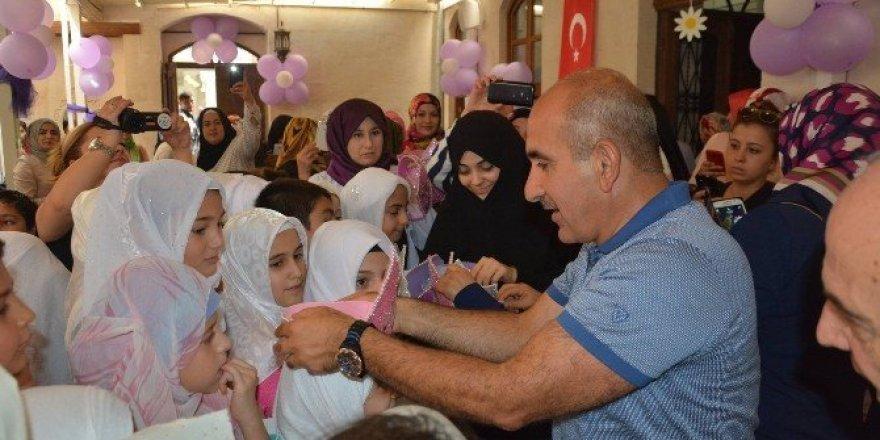 Kur'an-ı Kerim'e geçen öğrencilere hediye