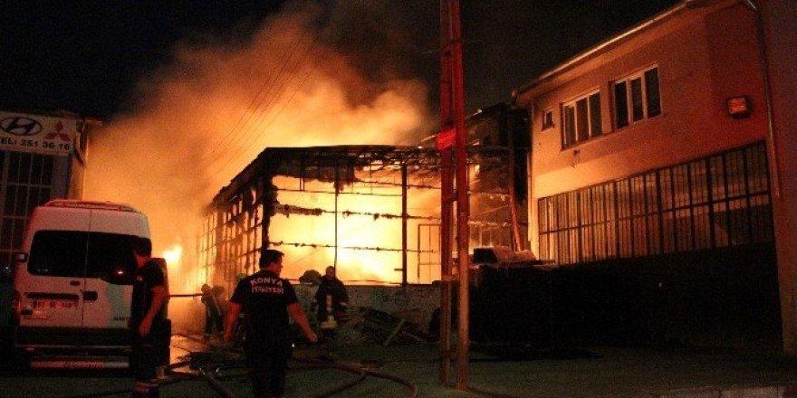 Yangında üç iş yeri ve kamyon kül oldu