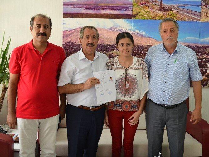 Annesinin desteğiyle Galatasaray Lisesi'ni kazandı