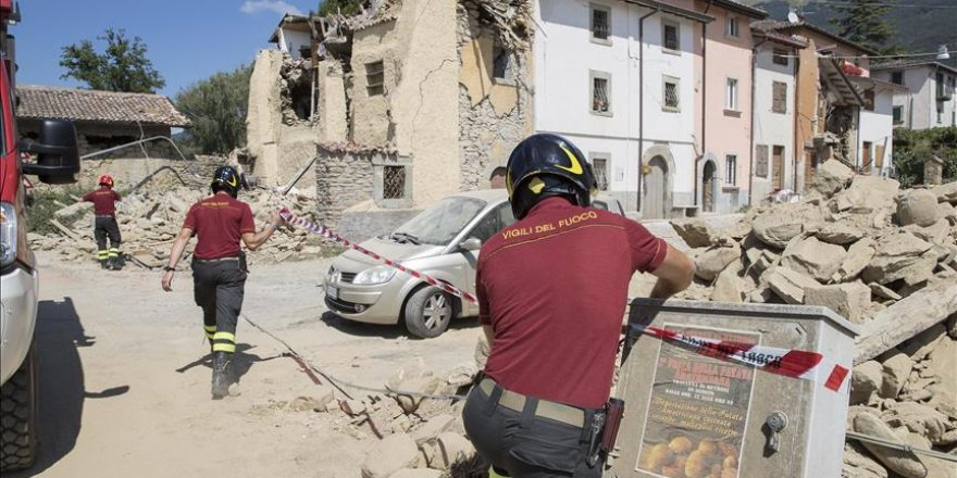 Italy mourns quake victims as funerals held