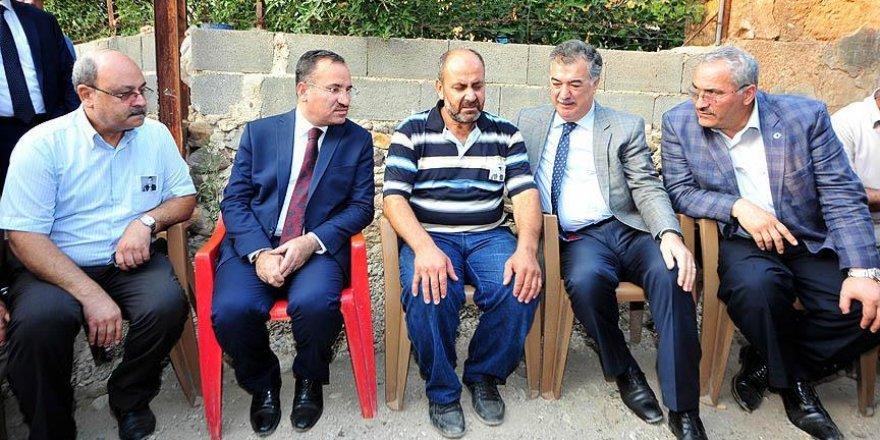 Adalet Bakanı Bozdağ'dan şehit ailelerine taziye ziyareti