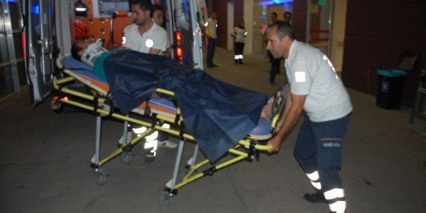 Motosiklet devrildi: 2 Yaralı
