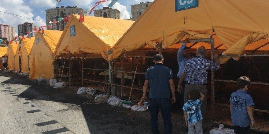 Kurban satıcıları bayramdan ümitli