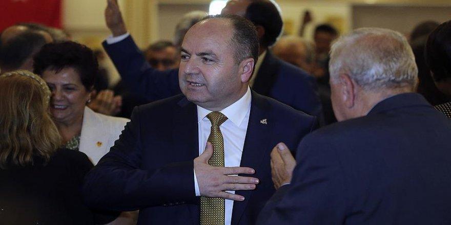 50 oy ile genel başkanlığa seçildi