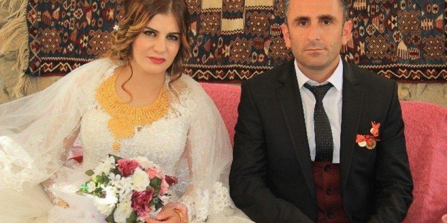Hakkarili doktora görkemli düğün