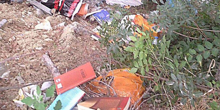 Ağaçlık alanda FETÖ elebaşına ait kitaplar bulundu